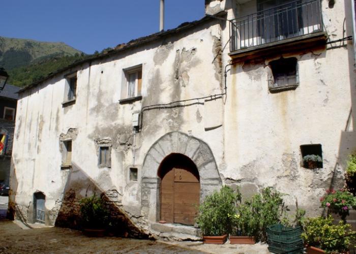 Casa tradicional a la entrada del parque nacional de ordesa y monte perdido europirineos - Apartamentos en ordesa y monte perdido ...