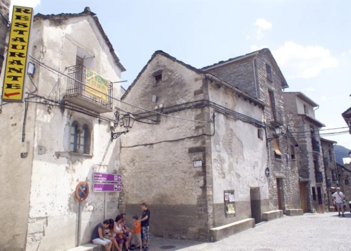 Casa tradicional a la entrada de parque nacional de ordesa y monte perdido europirineos - Apartamentos en ordesa y monte perdido ...