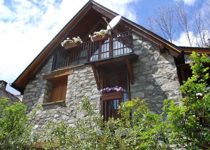 Casa en alta monta a europirineos agencia inmobiliaria for Casa rural minimalista