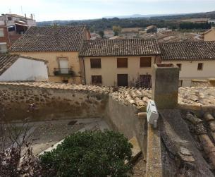 Casa tradicional con terreno en venta cerca de Barbastro