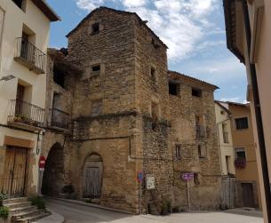 Casa noble con torre en la comarca de Ribagorza en venta