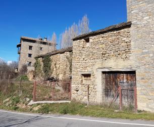 Bordas a rehabilitar con terreno en pueblo turístico próximo al Parque Nacional
