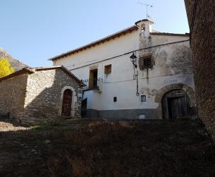 Gran casa tradicional con terreno en venta cerca de Vilas del Turbón