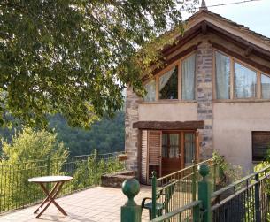 Casa rural rehabilitada y turismo rural cerca de Aínsa en venta