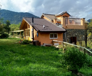 Dos casitas con terreno en venta en valle paradisíaco cerca de Ordesa