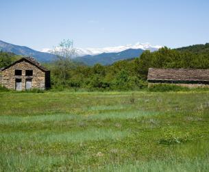 Casa tradicional con bordas y terreno en venta cerca de Ainsa