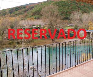 Magnífico piso con terraza sobre el río Ara en venta en Boltaña