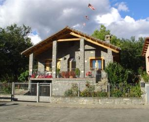 Vivienda unifamiliar con terreno y garaje en la zona de Aínsa