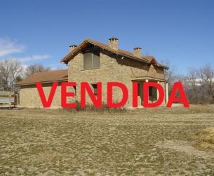 Casa tradicional en finca en el embalse de Mediano cerca de Aínsa en venta