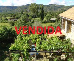 Bonita casa bioclimática en gran finca con vistas cerca de Aínsa en venta