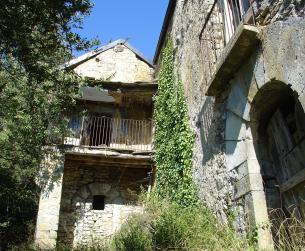 Gran casa a rehabilitar en amplia parcela en un pueblo del Valle de Ara en venta