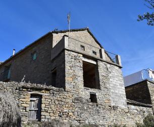 Casa Tradicional con terreno en pueblo cerca de Aínsa en venta