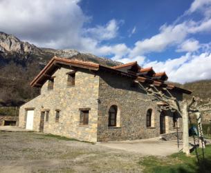 Gran casa tradicional de Turismo Rural en venta cerca de Aínsa