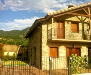 Vivienda adosada en encantador pueblo del valle de La Fueva en venta