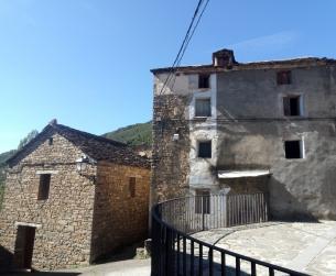 Casa tradicional a rehabilitar con amplio terreno a 10 minutos de Ainsa en venta