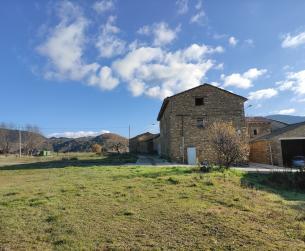 Gran casa tradicional en amplio terreno urbano a 15 min de Aínsa en venta
