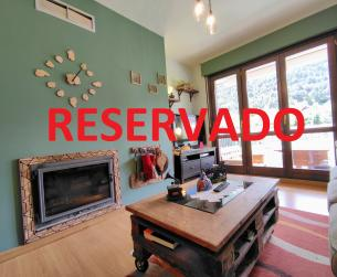 Piso con terraza, chimenea, jardín y garaje en venta en Bielsa