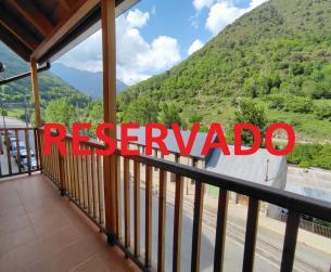 Piso con terraza y vistas en venta en Bielsa