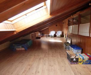 Gran vivienda unifamiliar con garaje y jardín en Aínsa en venta
