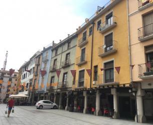 Solar con licencia para viviendas y local comercial en venta en Barbastro
