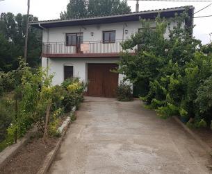 Casa con vivienda, almacén y terreno en Barbastro en venta