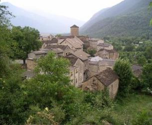 Casa de losa y piedra con torre defensiva en Ordesa
