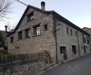 Casa de losa y piedra a rehabilitar