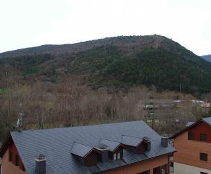 Vivienda con terraza y vistas en Boltaña junto al río Ara