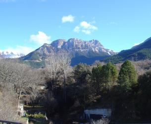 Vivienda adosada con vistas en zona residencial