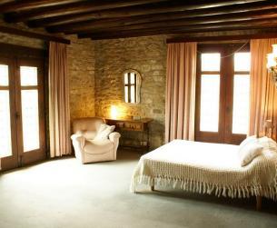 Conjunto hostelero y residencial en centro turístico del Pirineo