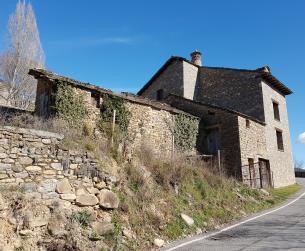 Bordas a rehabilitar con terreno en pueblo turístico cerca del Parque Nacional de Ordesa
