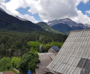 Luminosa casa con jardín y vistas en el Valle de Pineta