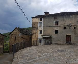 Casa tradicional a rehabilitar en pueblo tranquilo próximo a Ainsa