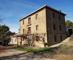 Casa tradicional con fincas en la comarca de Riglos
