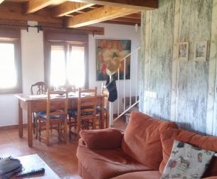 Casa tradicional y finca junto a lago cerca de Aínsa