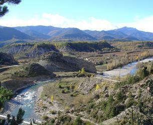 Casa a rehabilitar con preciosas vistas al río en pueblo del Valle del Ara