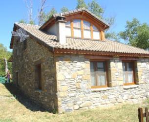 Casa de piedra de nueva construcción, en finca de más de 1 Ha.