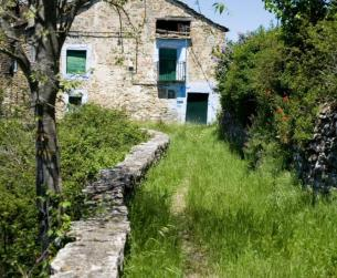 Casa tradicional con bordas y terreno próximo a Ainsa
