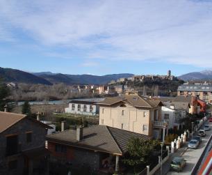 Bonito apartamento en Ainsa con vistas a montaña y río