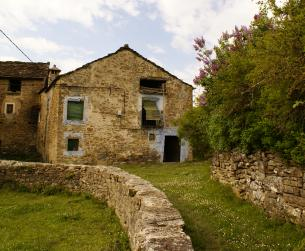 Casa tradicional con bordas y terreno próximo a Guara