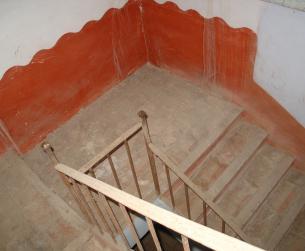 Amplia escalera