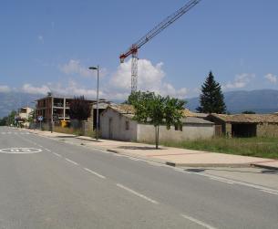 Solar con edificaciones
