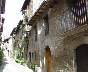 Casa tradicional a rehabilitar en casco histórico de Aínsa