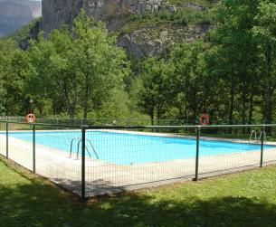 Apartamento con amplia terraza y piscina en Torla