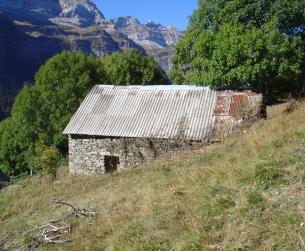 Gran borda con terreno y maravillosas vistas en Pineta
