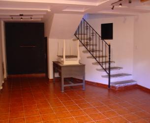 Casa tradicional rehabilitada en pueblo medieval turístico