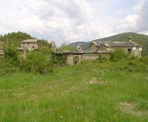 Gran casa tradicional a rehabilitar con terreno en Sierra de Guara