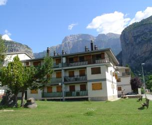 Apartamento con terraza y piscina en Torla