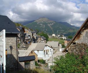 Apartamento seminuevo con chimenea y vistas en el Valle de Chistau