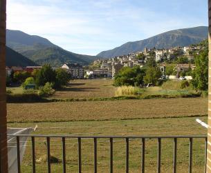 Piso seminuevo en Boltaña con terraza y muy buenas vistas